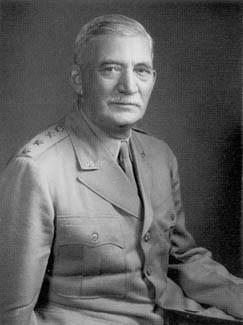 Portrætfoto af William S. Knudsen.