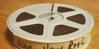 På billedet her ses en filmrulle, som skal digitaliseres af Vores gamle Danmark. Hvis du ligger du inde med historisk materiale, som kunne være interessant for andre at se, så kontakt Vores gamle Danmark for digitalisering og formidling. Foto: Søren Kjær