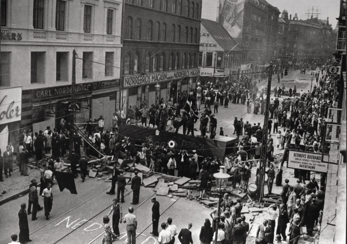 Barrikade på Nørrebro under Folkestrejken i 1944. Fotokilde: Frihedsmuseets fotoarkiv; Frihedsmuseet, Copenhagen, Denmark