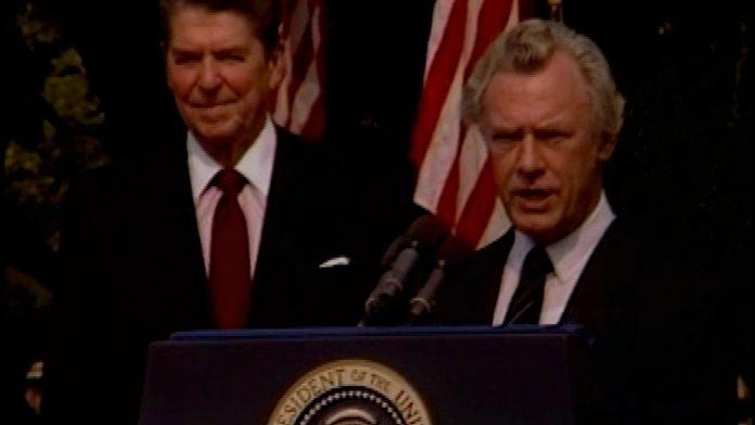 Den danske statsminister Poul Schlüter holder tale til USA's præsident Ronald Reagan ved et statsbesøg i 1985.