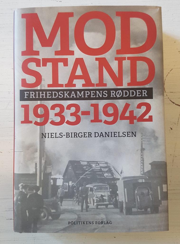 Bøger om modstandsbevægelsen: Bogen Modstand 1933-1942 Frihedskampens rødder af Niels-Birger Danielsen. Foto af bogen: Søren Kjær.