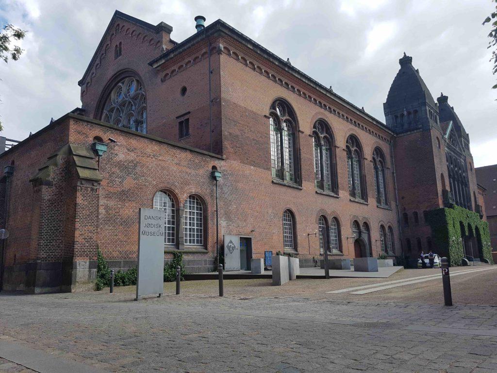 Dansk Jødisk Museum ligger i den smukke oase Bibliotekshaven i København. Foto: Søren Kjær